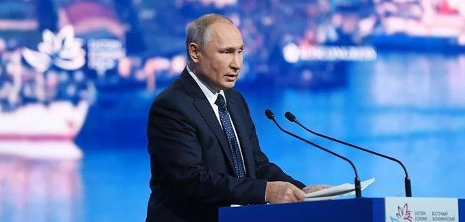 Путин призвал не забрасывать отрасли экономики деньгами